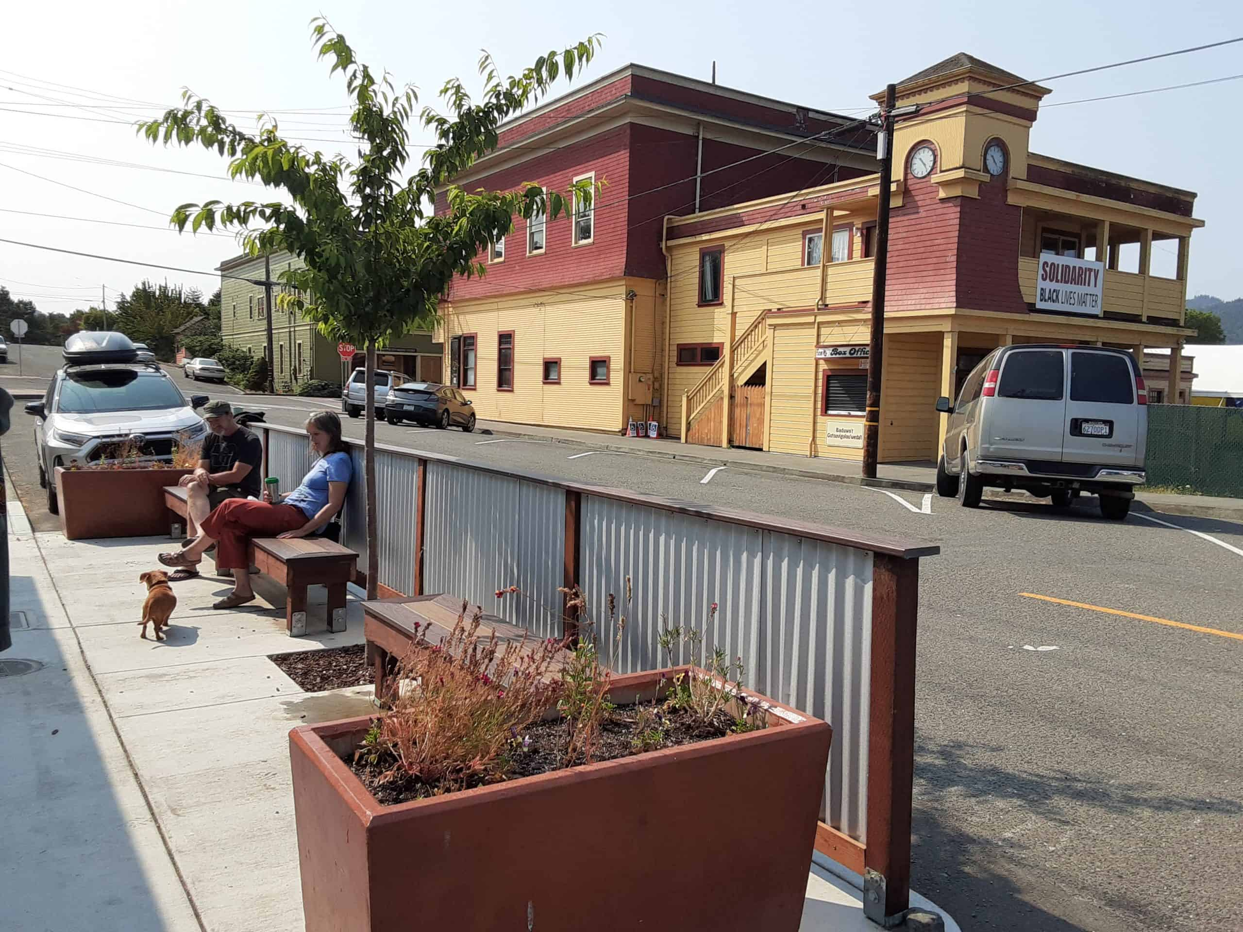 Outdoor seating at Honeycomb Coffee